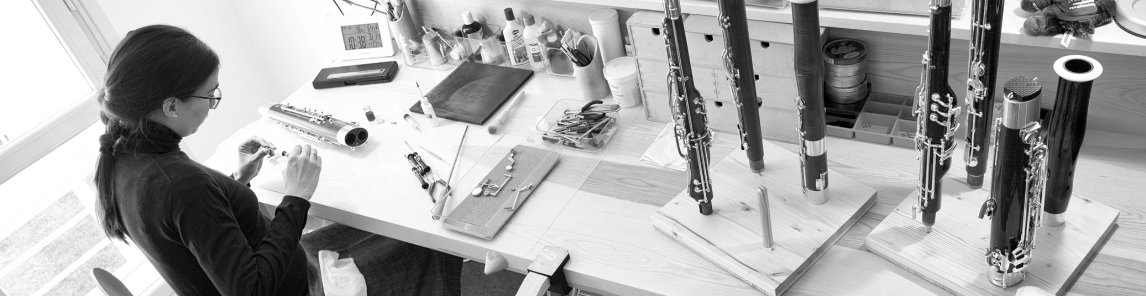Irene Ortiz trabaja en su taller el fagot